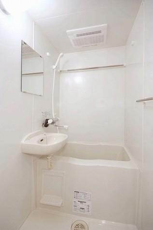 浴室乾燥機つきバスルーム。