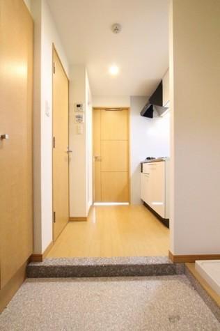 参考写真:玄関ー廊下(2階・反転タイプ)