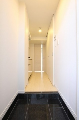 参考写真:玄関・廊下(3階・別タイプ)
