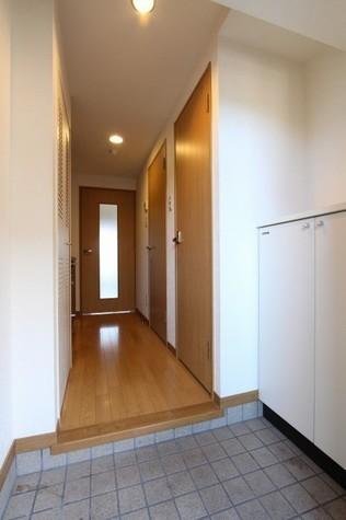 参考写真:玄関・廊下(4階・類似タイプ)