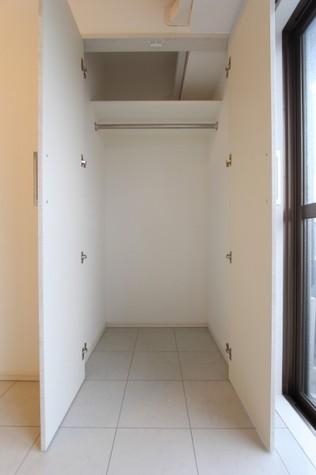 参考写真:洋室収納(5階・別タイプ)