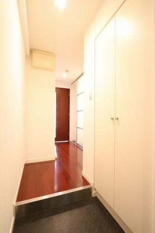 参考写真:玄関・廊下(4階・同タイプ)