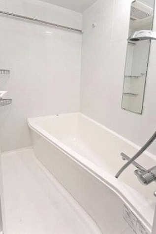 ゆったり入れる浴室です♪