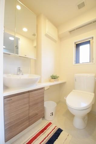 暖房便座付きシャワートイレ