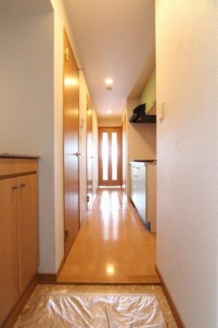 参考写真:玄関・廊下(6階・類似タイプ)