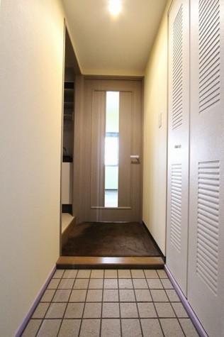 参考写真:玄関・廊下(7階・反転タイプ)