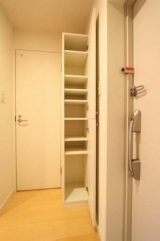 参考写真:下足入れ(9階・類似タイプ)