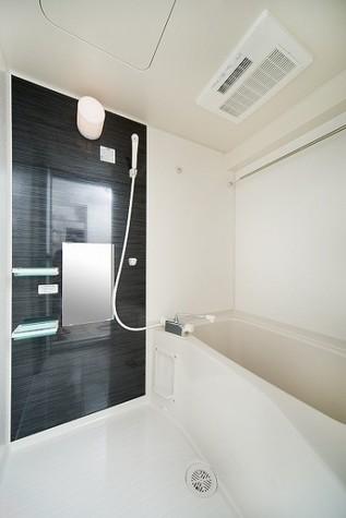 広めのバスタブが魅力の浴室☆