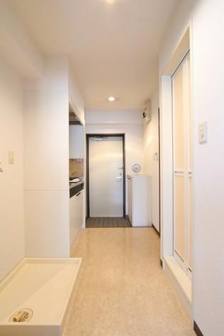 参考写真:廊下・玄関(3階・類似タイプ)