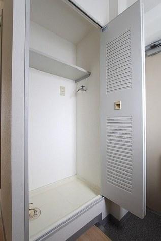 参考写真:洗濯機置場(6階・反転タイプ)