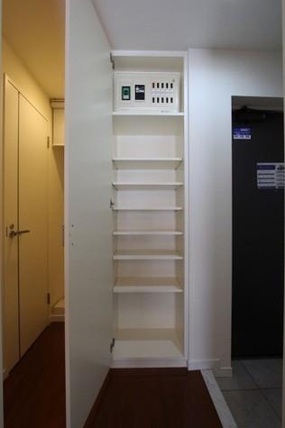参考写真:下足入れ(7階・同タイプ)