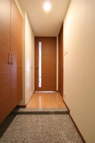 参考写真:玄関・廊下(3階・同タイプ)
