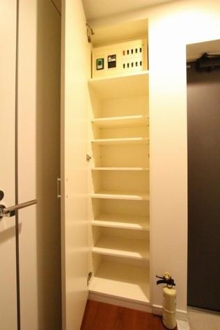 参考写真:下足入れ(11階・同タイプ)