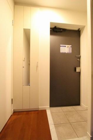 参考写真:玄関「(11階・別タイプ)