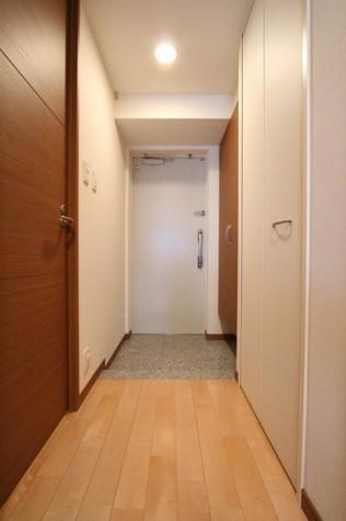 参考写真・玄関-廊下(3階・反転タイプ)