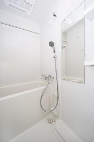 浴室乾燥機つきのバスルーム