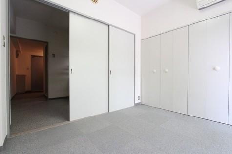 参考写真:南側洋室~DK(9階・別タイプ)