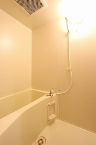 参考写真:浴室(3階・類似タイプ)