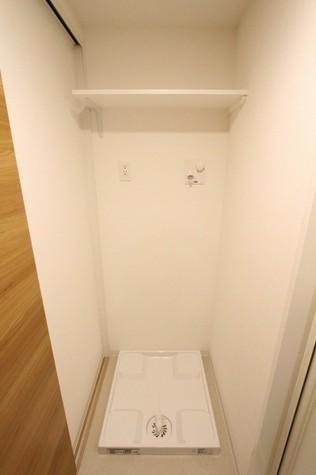 参考写真:洗濯機置場(別タイプ・1階)