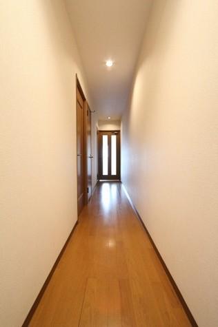 参考写真:玄関・廊下(3階・反転タイプ)