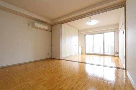 参考写真:リビング~洋室(5階・反転タイプ)