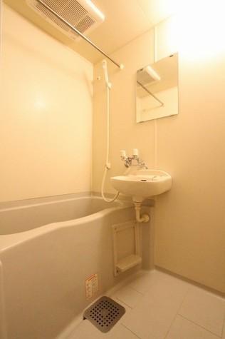 参考写真:浴室(6階・類似タイプ)