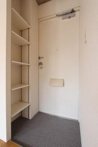 参考写真:玄関(2階・別タイプ)