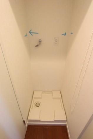 参考写真:洗濯機置場(7階・同タイプ)