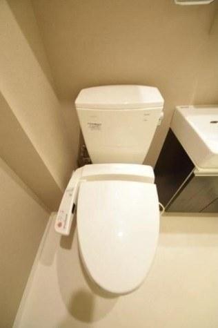 参考写真:トイレ(反転タイプ)