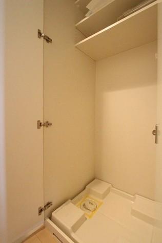 参考写真:洗濯機置場(8階・別タイプ)