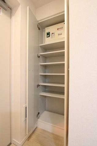 参考写真:下足入れ(9階・反転タイプ)