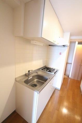 参考写真:キッチン(8階・別タイプ)