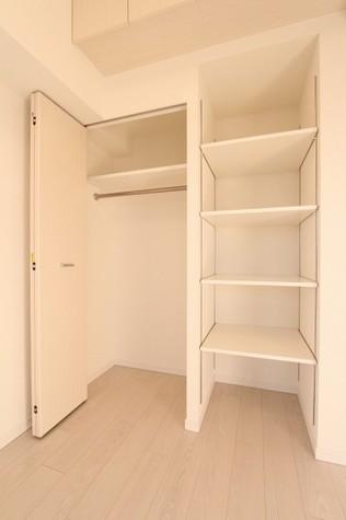 参考写真:クローゼット(11階・同タイプ)