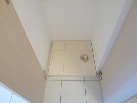 収納扉付き洗濯機置き場
