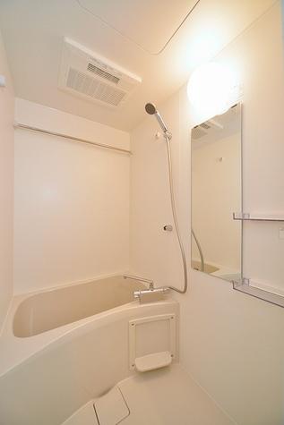 雨の日も安心の浴室乾燥機付き