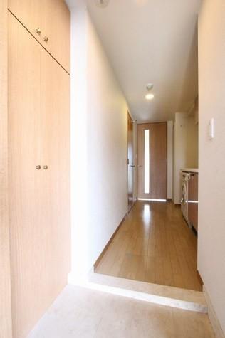 参考写真:玄関・廊下(9階・別タイプ)