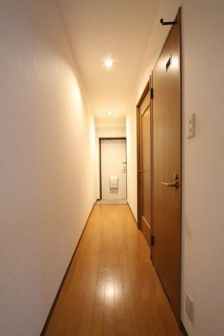 参考写真:廊下・玄関(3階・反転タイプ)