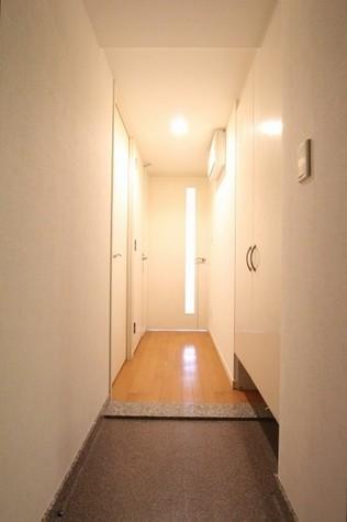 参考写真:廊下(3階・類似タイプ)