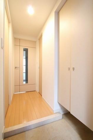 参考写真:玄関・廊下(1階・反転タイプ)