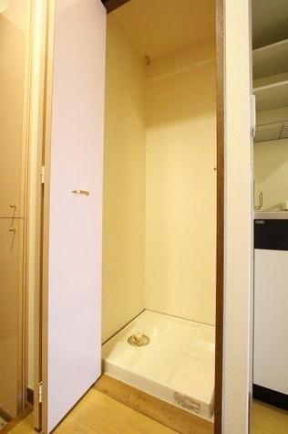 参考写真:洗濯機置場(10階・別タイプ)