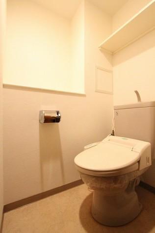 参考写真:トイレ(6階・類似タイプ)