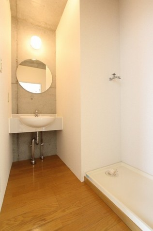 参考写真:サニタリールーム(2階・別タイプ)