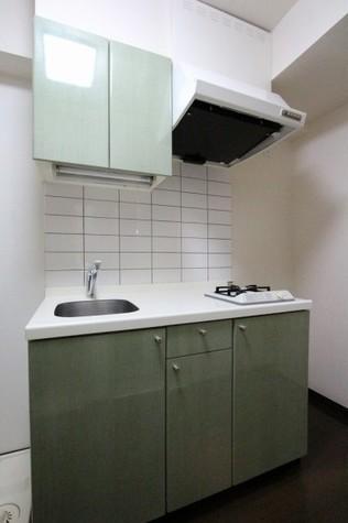 参考写真:キッチン(別タイプ・1階)