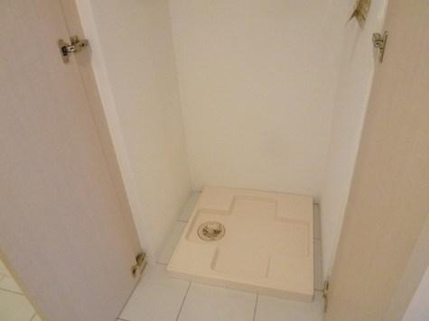 収納扉付きの洗濯機置き場