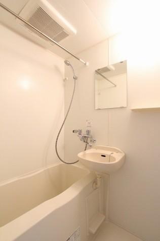 参考写真:浴室(7階・類似タイプ)