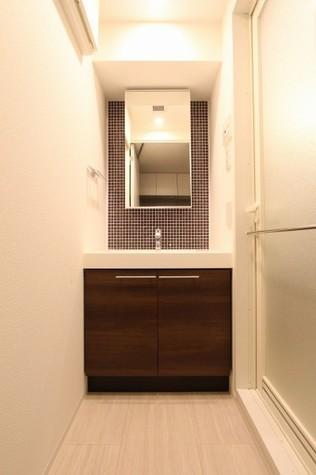 参考写真:洗面・脱衣室(2階・類似タイプ)