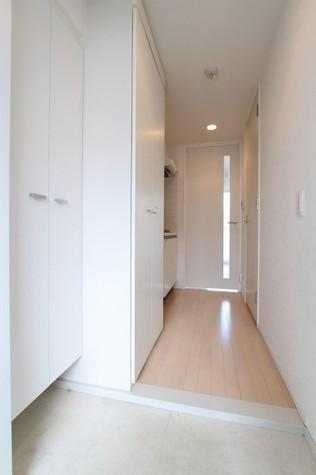 参考写真:玄関ー廊下(8階・別タイプ)