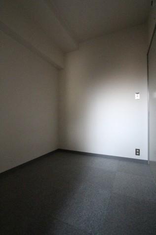 参考写真:北側洋室(9階・別タイプ)