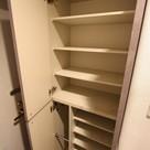 参考写真:下足入れ(3階・反転タイプ)