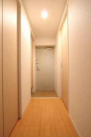 参考写真:廊下・玄関(1階・反転タイプ)
